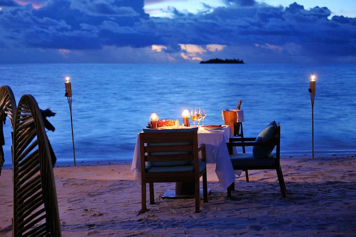 ロマンティックディナーも格別な月の島、アヤダ。